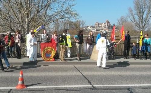 8.000 Menschen demonstrieren auf den Rheinbrücken gegen Atomkraftnutzung