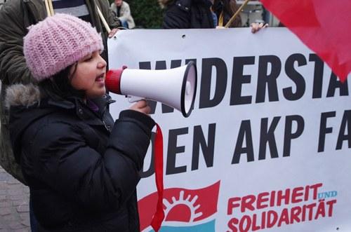 Mülheim/Ruhr: Bewegende Protestaktion zum Tod des 15-jährigen Berkin Elvan