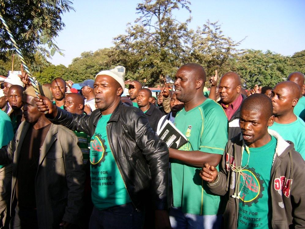 Parlamentswahl in Südafrika findet unter dem Eindruck des seit 15 Wochen andauernden Streiks der Platin-Bergarbeiter statt