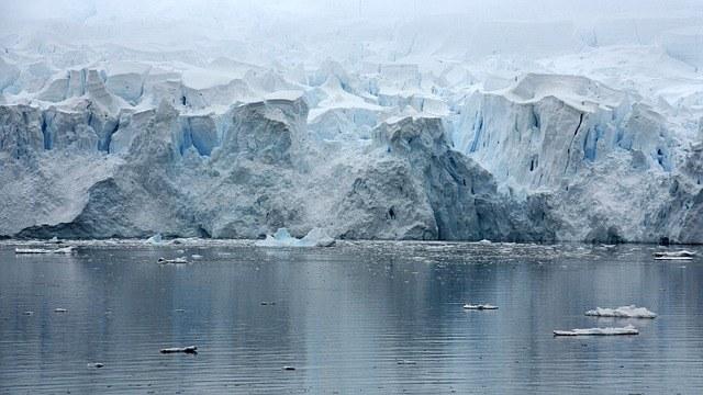 Eisschmelze in der Antarktis - dramatische Rückkopplungseffekte haben eingesetzt