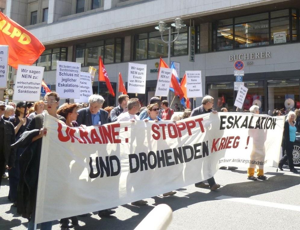 Tausende auf der Straße gegen den Militäreinsatz in der Ukraine