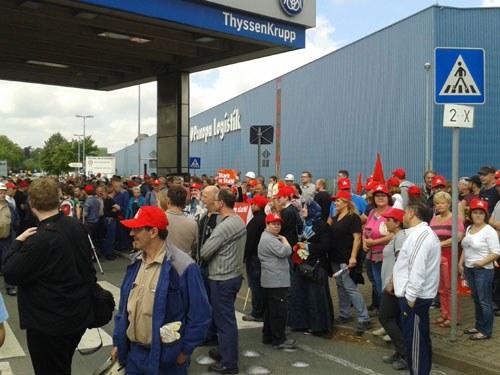 Bochumer Stahlarbeiter im Warnstreik
