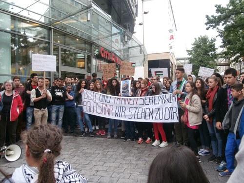 Rund 1.000 Teilnehmer bei gemeinsamer Montagsdemo gegen Aggression der israelischen Regierung