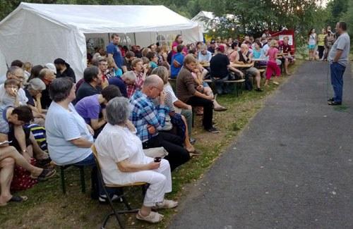 """""""Die Welt zu Gast im Waldgrund"""" - 12. Waldfest in Truckenthal am 9. August"""