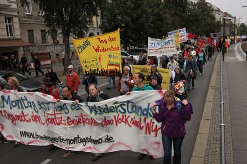 Elfte bundesweite Montagsdemo in Berlin – selbstbewusst und lebendig seit zehn Jahren gegen die Regierung