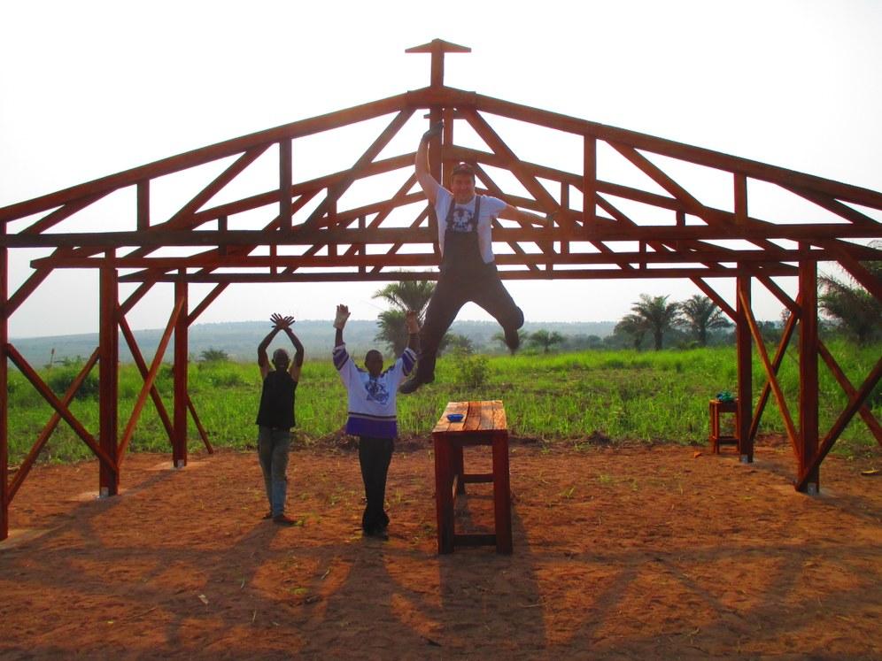 Kongo: Soli-Brigade des REBELL: Erfüllte Bauziele und Richtfest