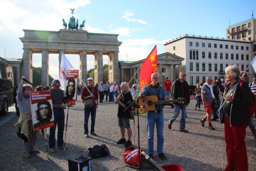 "Lebhafte, bunte Demonstration hieß Aquino in Berlin ""willkommen"""