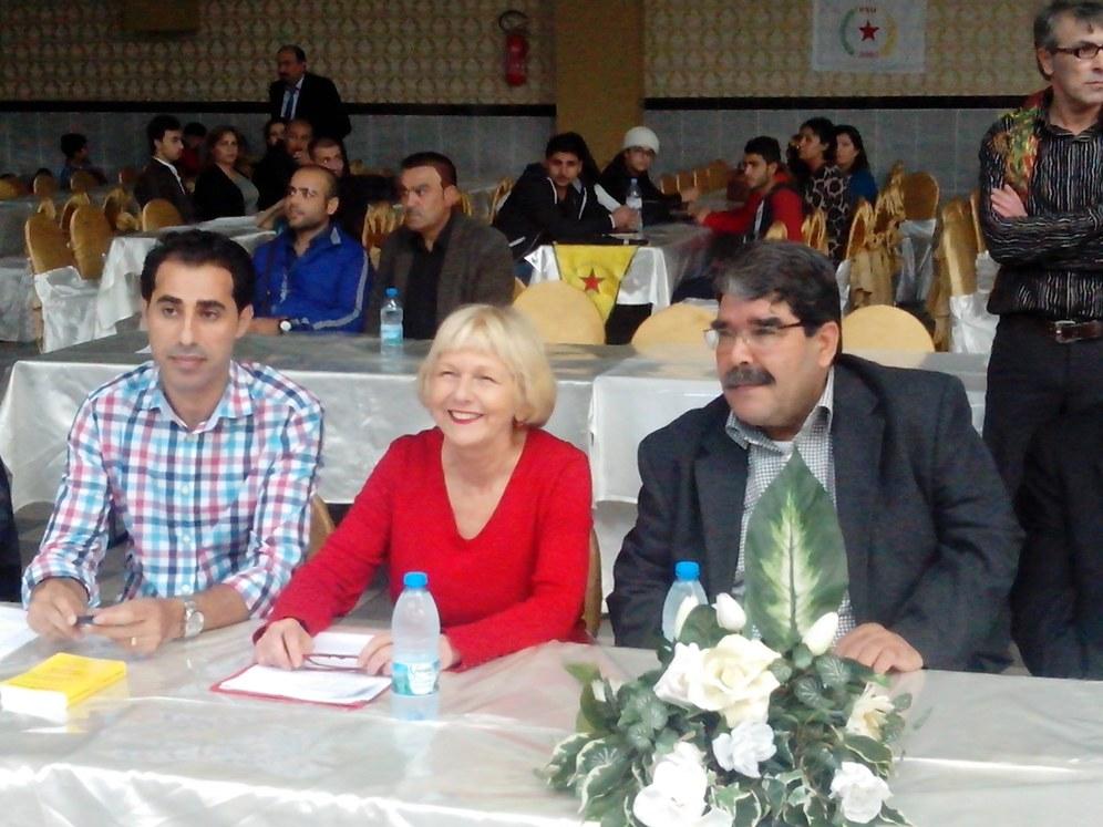 Monika Gärtner-Engel spricht auf Veranstaltung der kurdischen PYD
