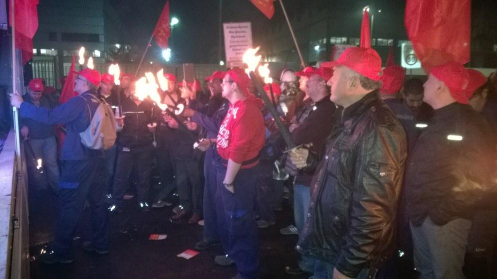 Daimler Düsseldorf: 1.000 Arbeiterinnen und Arbeiter treten in den Streik – kämpferischer Auftakt zum 24-Stunden-Streik