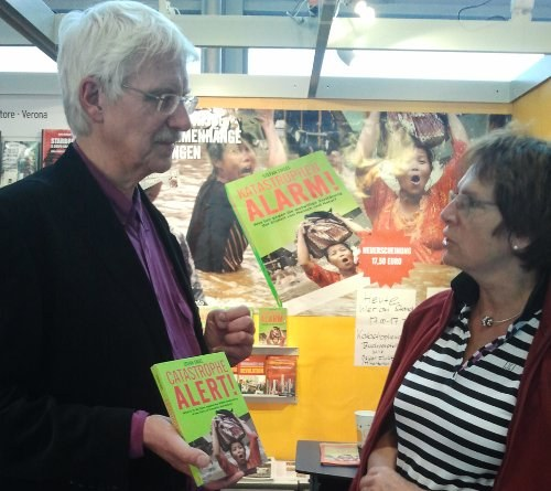 """Englische Ausgabe des Buchs """"Katastrophenalarm!"""" auf der Frankfurter Buchmesse eingetroffen"""