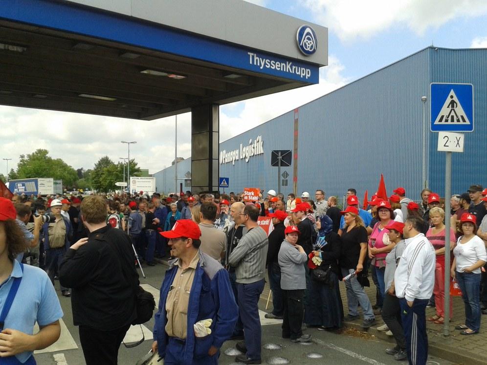 """Solidaritätsschreiben an die Daimler-Belegschaft Düsseldorf: """"Kolleginnen und Kollegen, ihr seid nicht allein"""""""