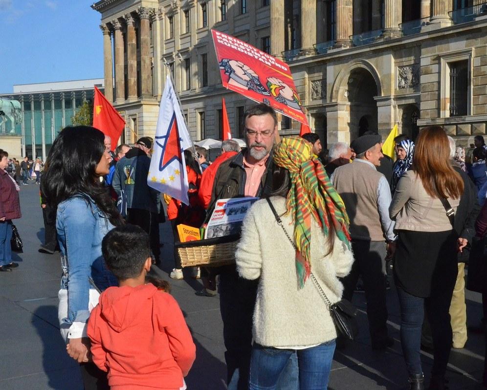 Demonstrationen zur Solidarität mit Kobanê auch in Hamburg, Bremen, Erfurt und Braunschweig