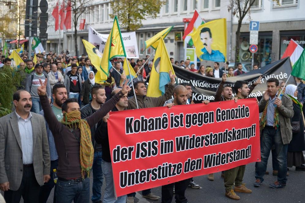 """6. Dezember -  Weltklimatag und bundesweite Demonstration """"Grenzen überwinden! PKK-Verbot aufheben!"""" in Köln"""
