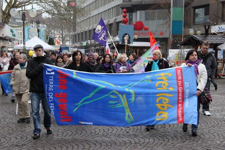 Montagsdemonstrationen sind am internationalen Tag gegen Gewalt an Frauen aktiv