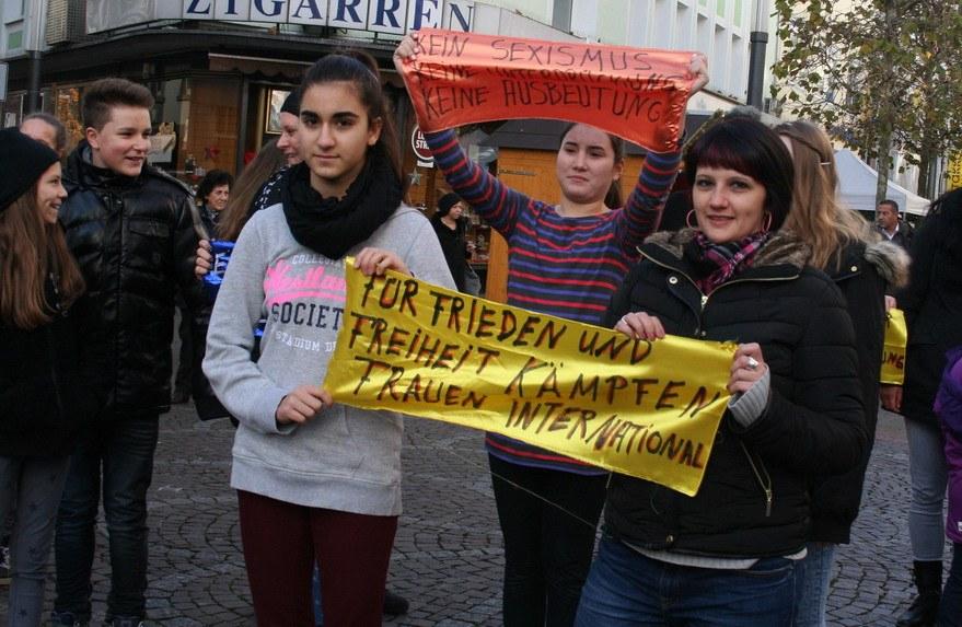 25. November: Starke Frauen gehen selbstbewusst auf die Straße