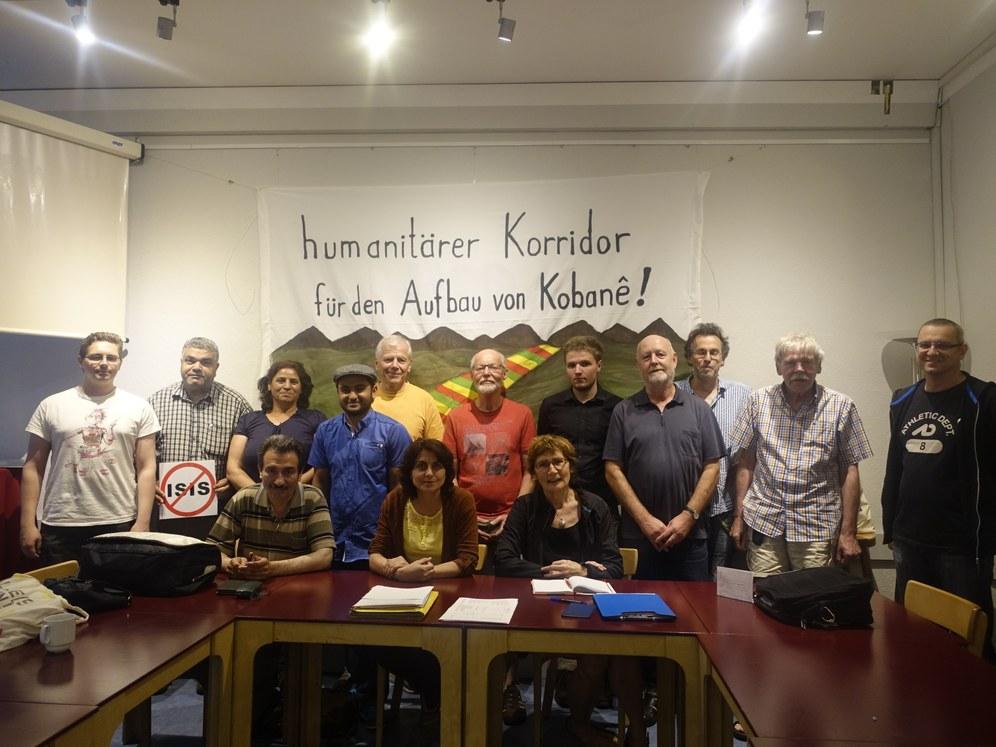 Berlin: Kostas Papanastasiou spielt auf Internationalem Solidaritätsfest für Kobanê