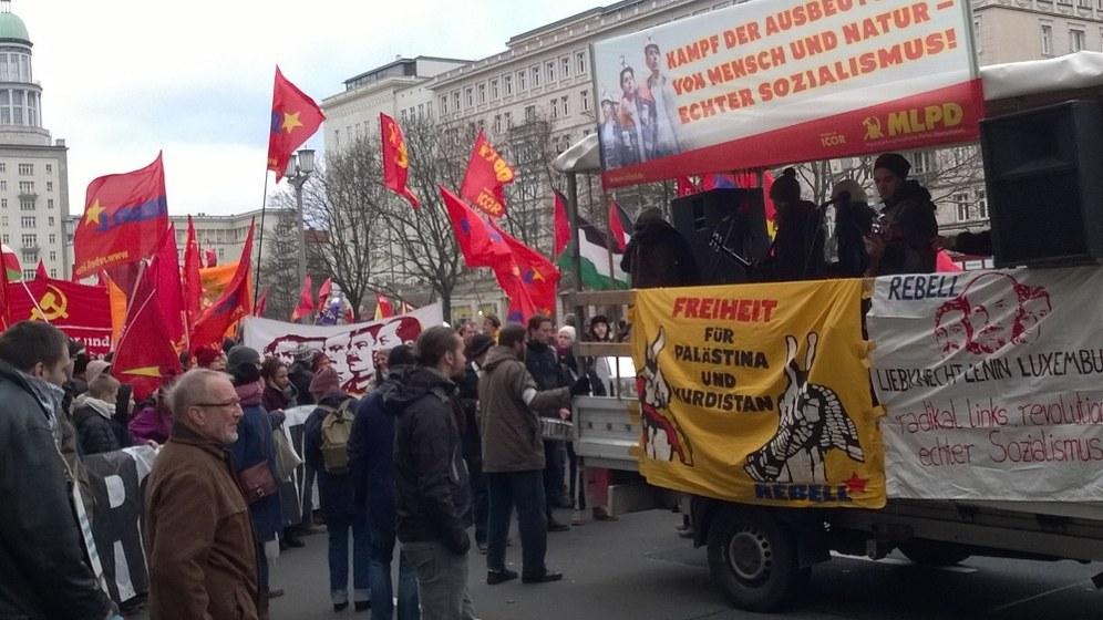 13.000 Menschen demonstrieren für den Sozialismus in Berlin - Hunderttausende gegen Faschismus und Rassismus auf der Straße