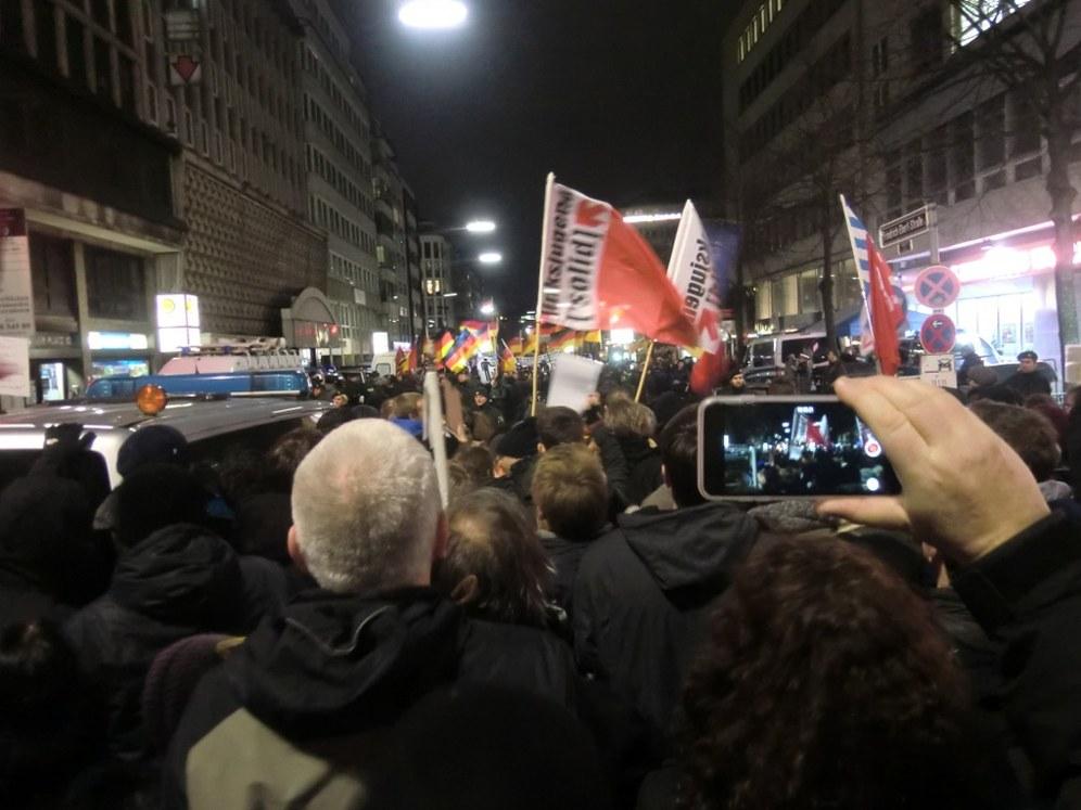 """13.01.15 - 100.000 Menschen gegen """"Pegida"""" auf der Straße"""