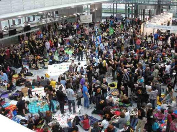 """Dritte Startbahn am Münchner Flughafen: Protestierende wollen """"Samthandschuhe"""" ausziehen"""