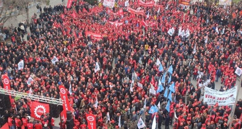 Montagsdemo Frankfurt: Protest gegen Streikverbot für Metaller in der Türkei