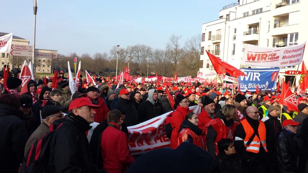 Zur dritten Verhandlungsrunde in Mülheim: Warnstreik der IGM
