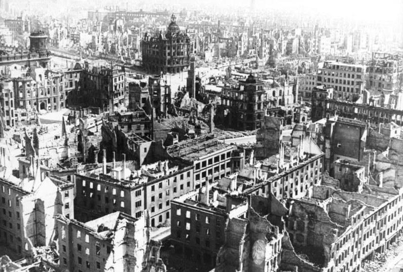 Dresden: Vor 70 Jahren zerbombt - heute nazifrei