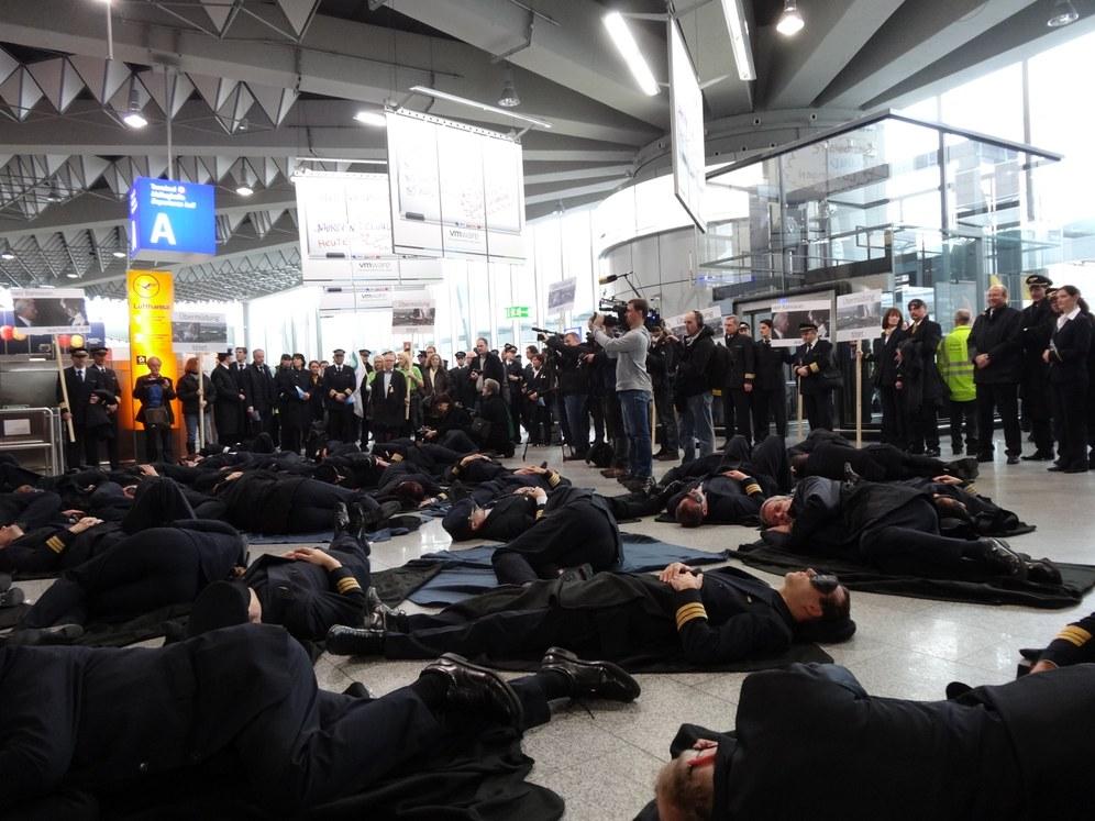 """Heute: """"Hände weg von unserem Streikrecht!"""""""