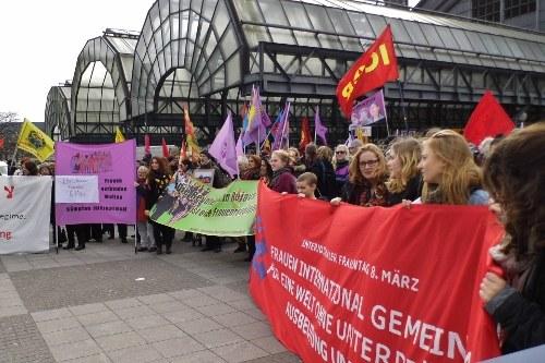 Vielfältig, internationalistisch, kämpferisch - die Aktivitäten zum Internationalen Frauentag 2015