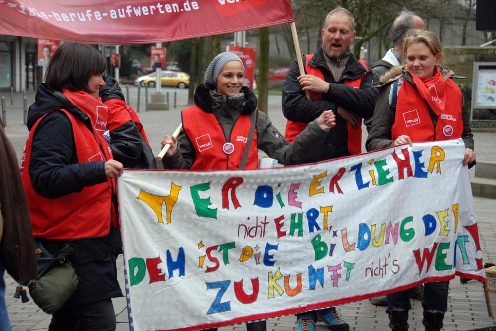 KiTa-Warnstreiks: Beschäftigte fordern höhere Eingruppierung