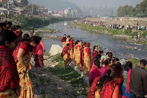 Kathmandu: Bevölkerung reinigt ihren Fluss selber