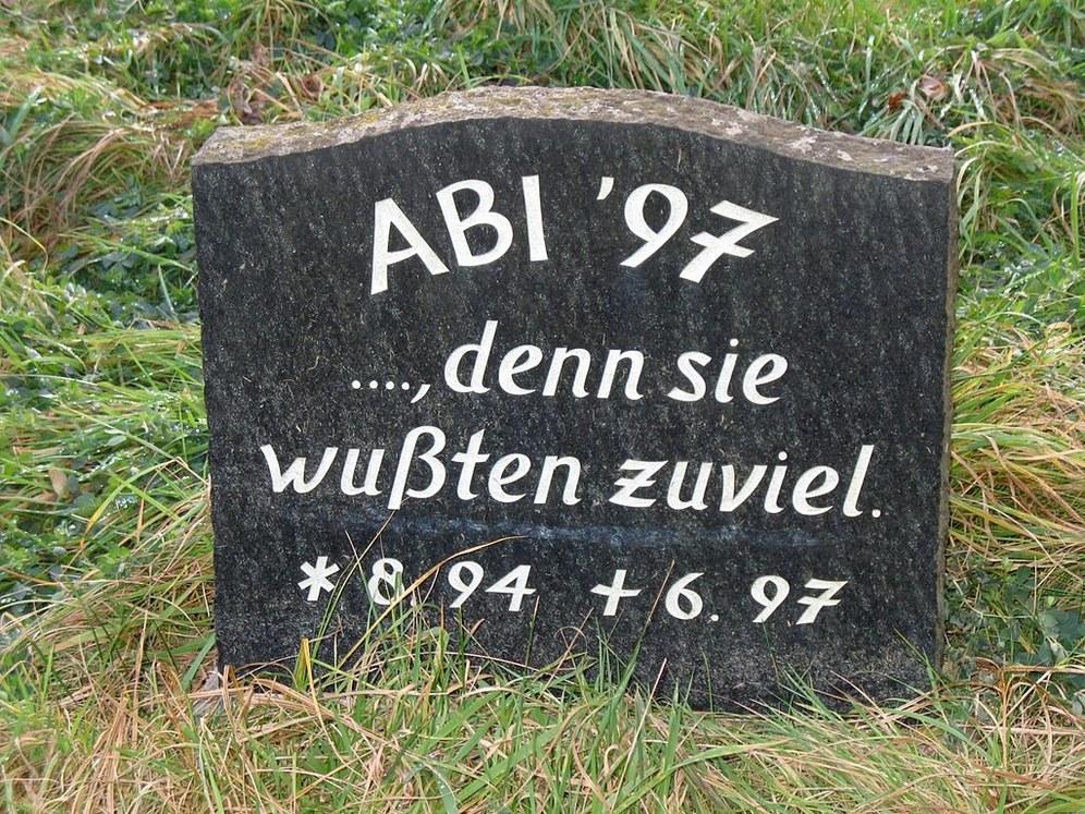 """Protest gegen das """"Turbo-Abi"""" - Volks-Initiative """"G9 jetzt!""""  lieferte knapp 99.000 Unterschriften im Landtag ab"""