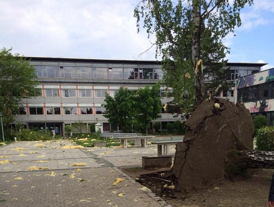 Tornado zieht Schneise der Zerstörung bei Augsburg