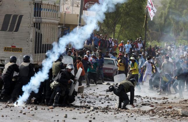 Einsatz der Armee gegen Bergarbeiter, Bauern und ihre Familien in Peru