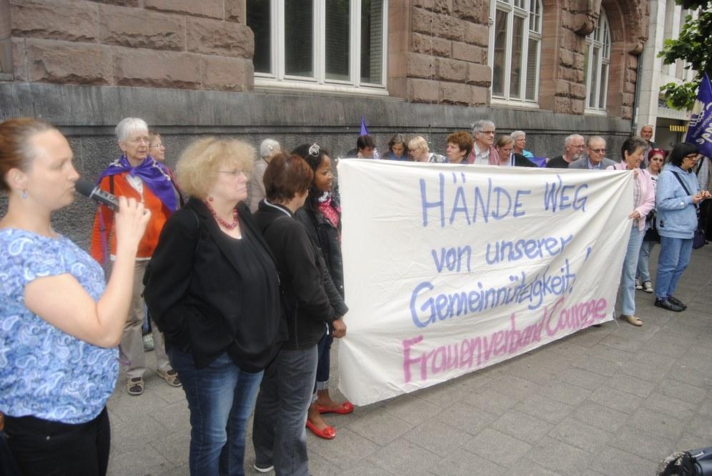 Frauenverband Courage vs. Inlandsgeheimdienst NRW