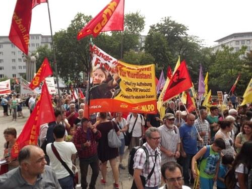 Rund 12.000 demonstrieren in Köln für den kurdischen Befreiungskampf