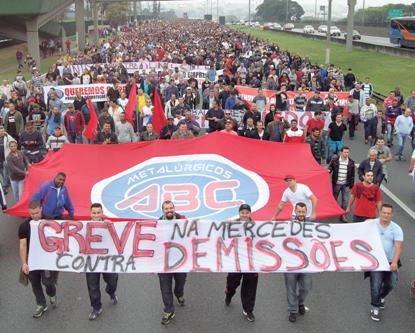 28.08.15 - Brasilien: 10.000 gegen Daimler-Pläne