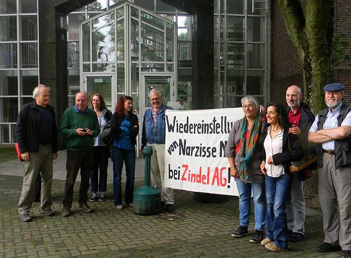 Solidaritätsaktion gegen die Entlassung von Narzisse Nianur vor dem Hamburger Arbeitsgericht