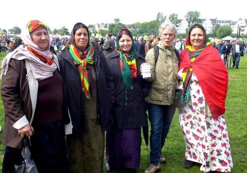 Kurdisches Kulturfestival in Düsseldorf mit großer Anerkennung für die ICOR-Solidaritätsbrigaden für Kobanê