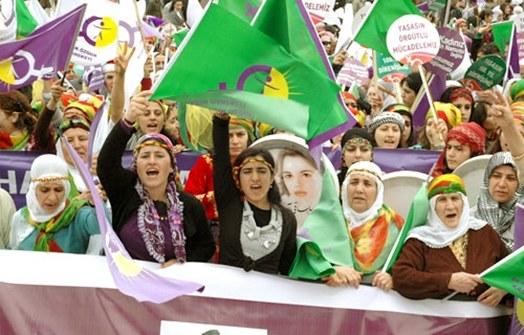 TJKE: Wir lassen keine weiteren Massaker an Frauen durch die AKP und den IS zu