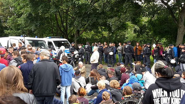 Leverkusen: Antifaschisten blockieren Ultrarechte
