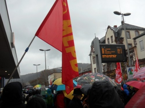 Polizei setzt NPD-Parteitag mit Schlagstöcken und Pfefferspray durch