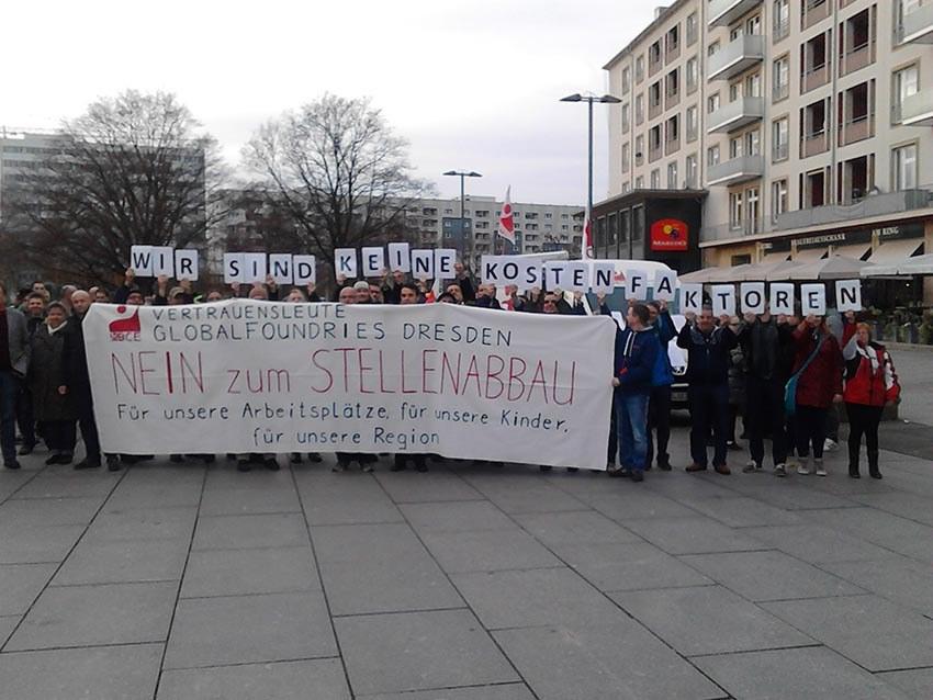Dresden: Protest gegen Massenentlassungen bei Globalfoundries in der Innenstadt