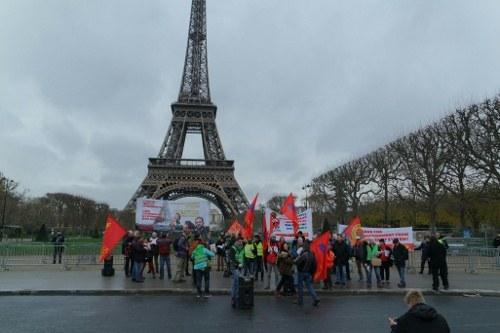 """Trotz """"Ausnahmezustand"""": Tausende protestieren in Paris für wirksamen Klimaschutz"""