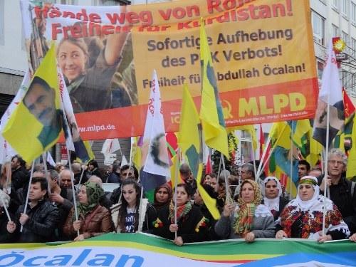 Proteste in der Türkei und in Deutschland gegen türkischen Staatsterror gegen Kurden