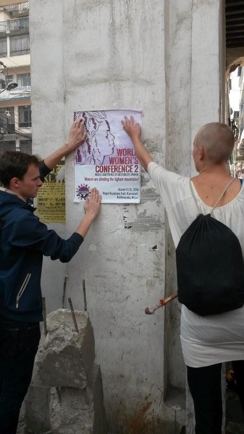 2. Weltfrauenkonferenz: Jetzt hängen die ersten Plakate in Kathmandu!