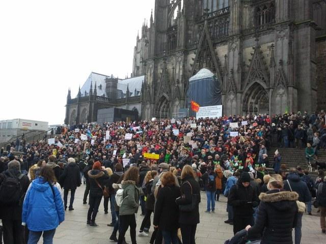 Köln: Tausende gegen Sexismus und neofaschistische Hetze auf der Straße