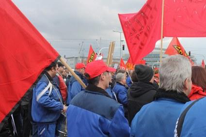 Mannheim: Kämpferische Kundgebung nach Betriebsversammlung bei GE (ALSTOM)
