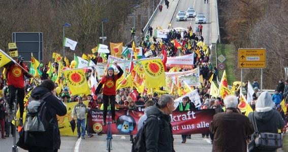 Neckarwestheim: 2.000 Atomkraftgegner demonstrieren für den weltweiten Ausstieg aus der Atomkraft