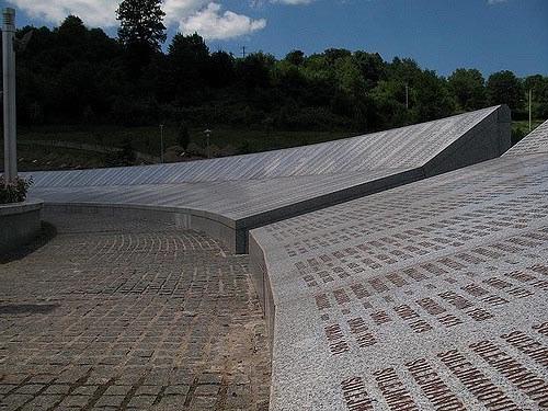 Hohe Haftstrafe gegen den Kriegsverbrecher Karadzic - Gericht umgeht Verurteilung wegen Völkermords
