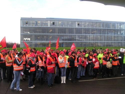 Esslingen: Arbeitsniederlegung und Protest gegen Festo-Vorstand